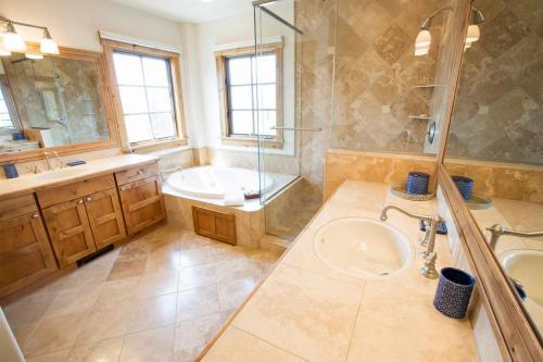 C102-master-bathroom