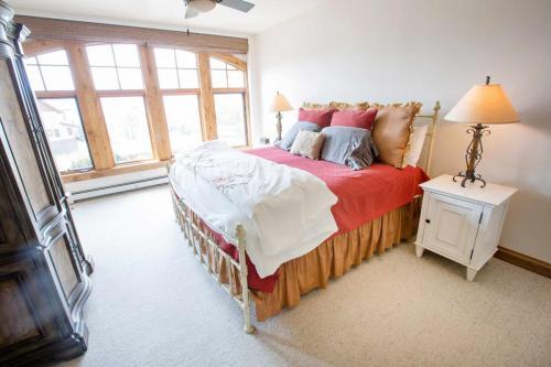 C102-master-bedroom