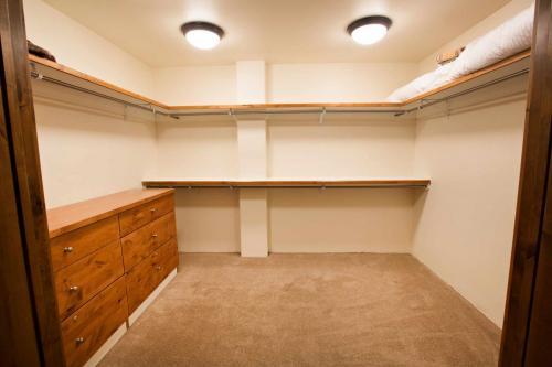 C205-closet