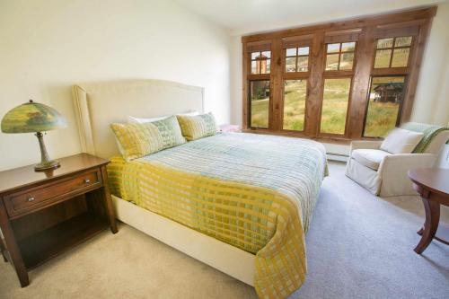 C205-master-bedroom