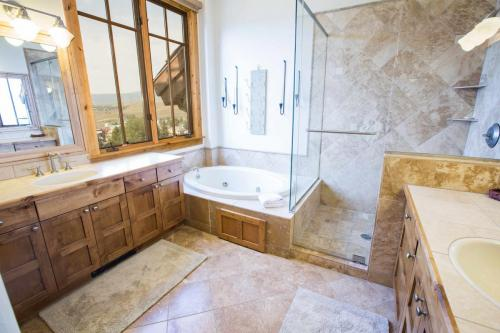 C302-master-bathroom