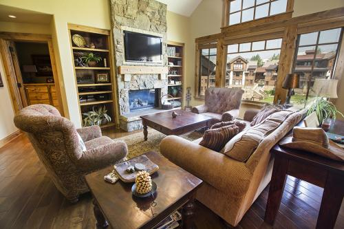 1- C303 living room