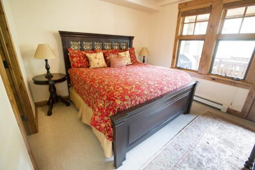 6- A103 master bedroom