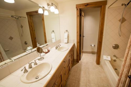 7- A206 second bathroom
