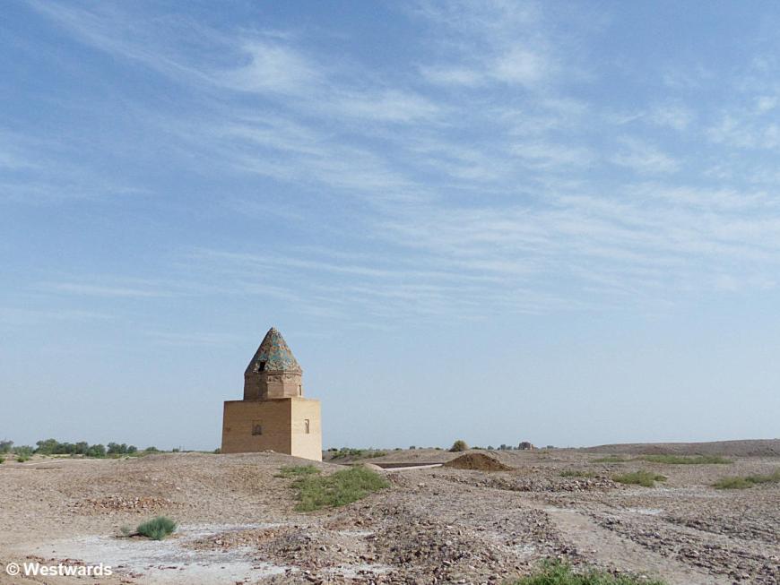 Il Arslan Mausoleum in desert, Kunya Urgench