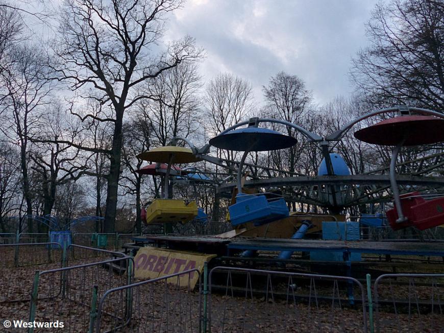 disused fairground ride