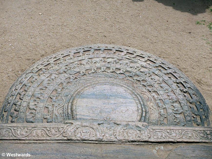 20160202 Polonnaruwa Dalada Maluwa Hatadage Moonstone P1240459