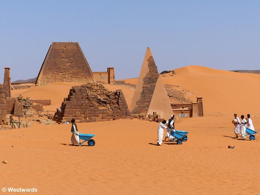 20161119 Meroe Pyramids P1360829