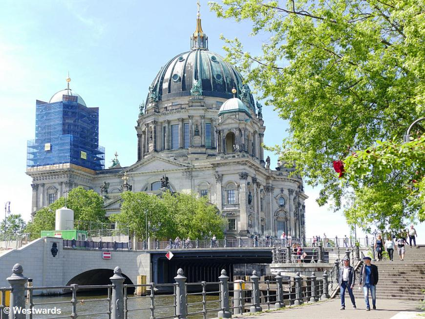Bridge and Cathedral, people walk in Berlin