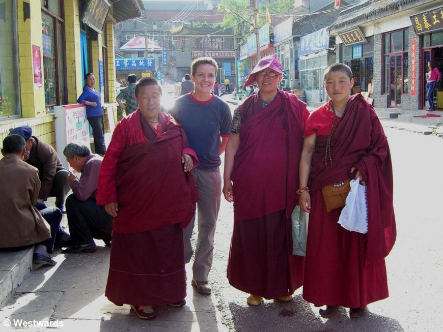 Isa with Buddhist nuns in Wutaishan