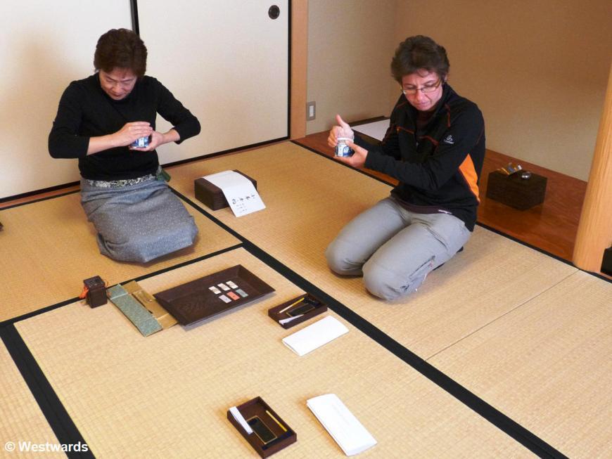 Natascha trying an incense ceremony (Koudou Taiken)
