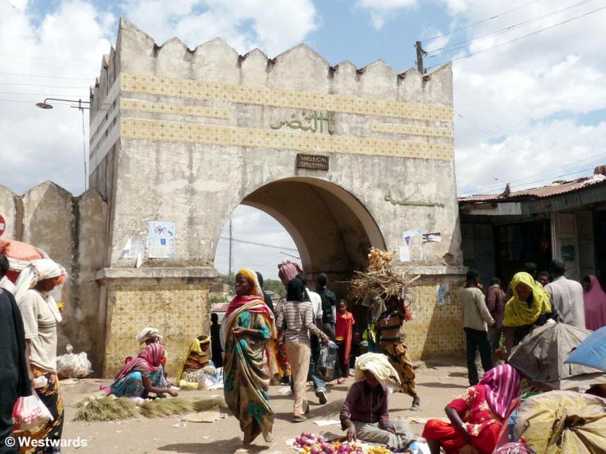 Shoa gate and market scene in Harar