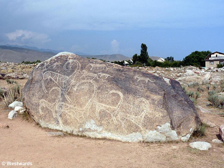 20120708 Cholpon Ata Petroglyps Hunting with tame Snow Leopards P1370066