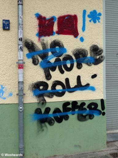 20121014 Neukoelln Graffiti Rollkoffer P1380100