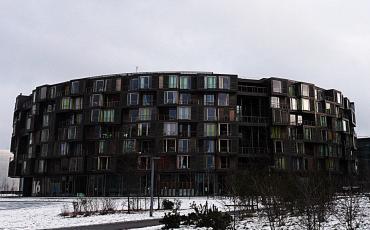 Round built modern housing - the Tietgen House