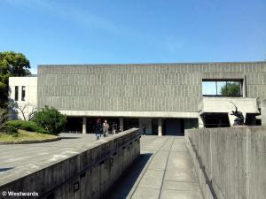 The Tokyo National Museum of Western Art by Le Corbusier, a square beton building