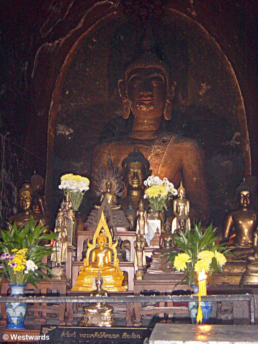 Buddhist altar in Chiang Mai: Wat Jet Yot