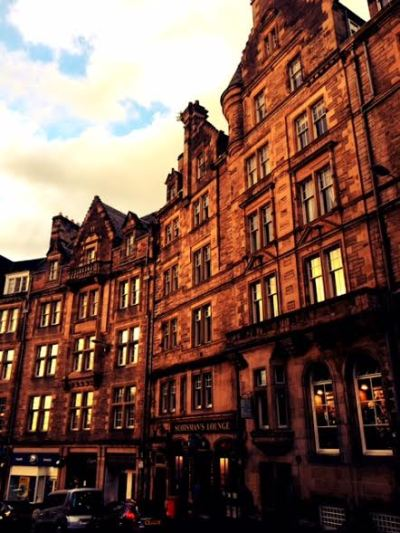 5 Must See Places in Edinburgh: Where to ROAM