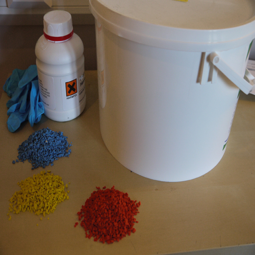 Wet pour rubber repair kit with bucket , glue and rubber crumb