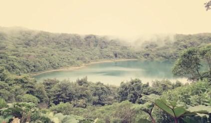 Der Kratersee Botos