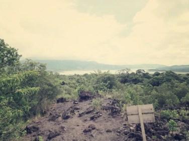 Vom Lavastrom einen tollen Blick auf die Laguna Arenal