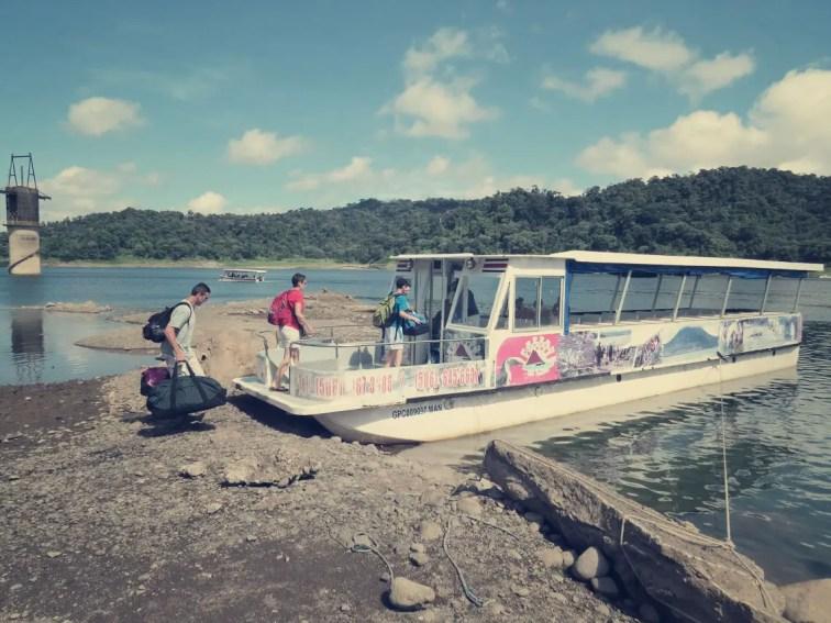 Mit dem Boot-Taxi über die Laguna Arenal nach Monteverde