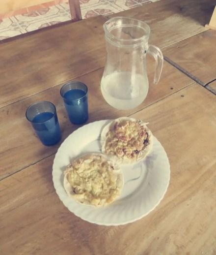 Selbstgemachte Limo mit Tortilla