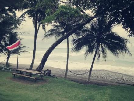 Nach 1 Stunde am Strand entlang erreicht man die Rangerstation La Leona, an der man sich einträgt