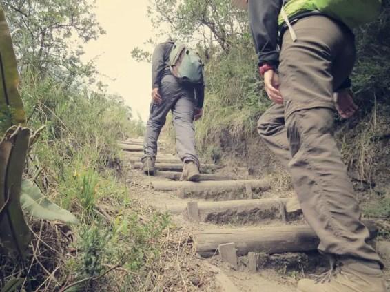 Anstrengende Sequenzen mit langen Treppen