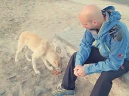 Martin kaufte einem treuen Wegbegleiter etwas Hundefutter