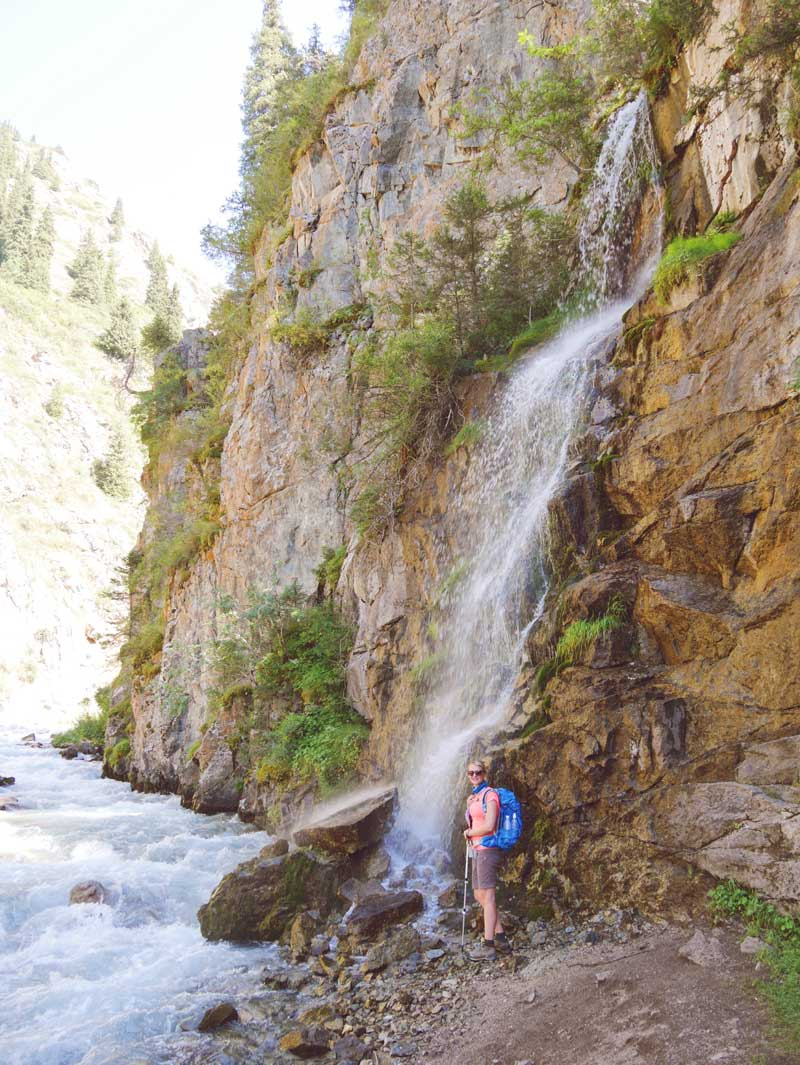 Wasserfall in beim Trekking in Kirgistan