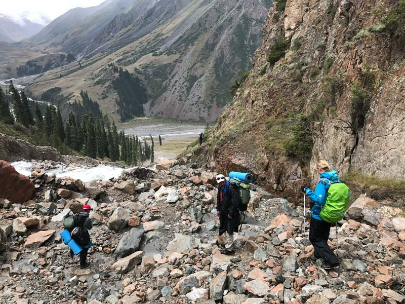 Abstieg ins Tal, Trekking in Kirgistan