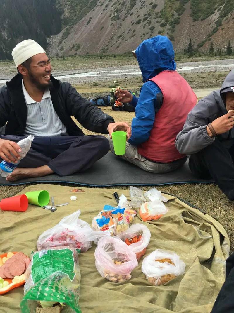 Abschiedsessen beim Trekking in Kirgistan