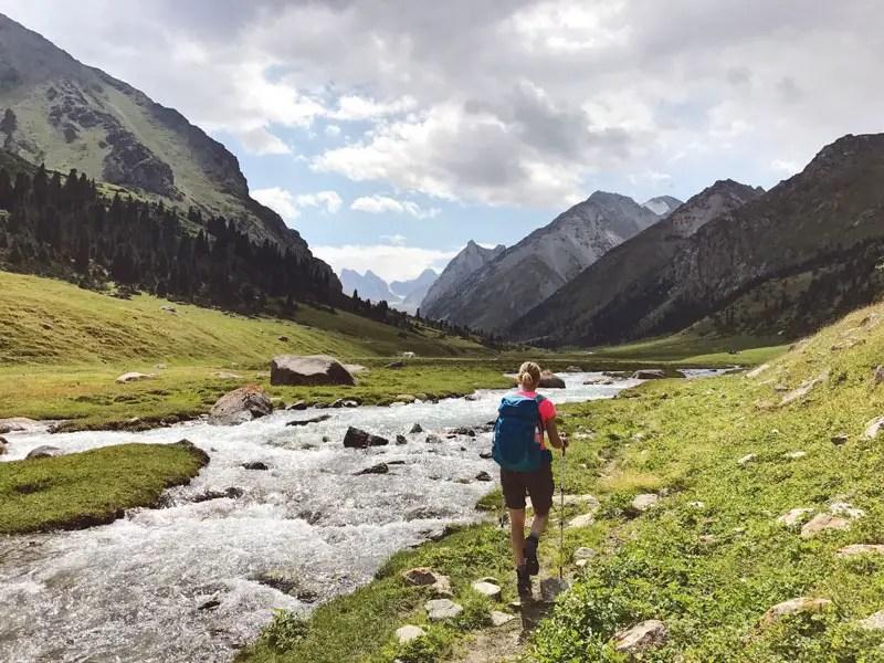 Berglandschaft beim Trekking in Kirgistan