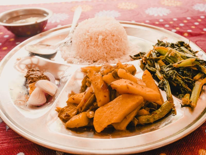 Nepal Dhal Bat Essen