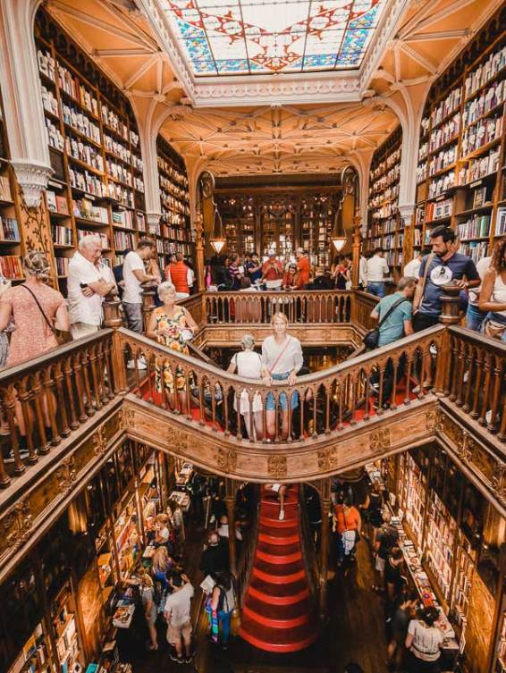 Livraria Lello – Porto Sehenswürdigkeiten, Reisetipps & Highlights