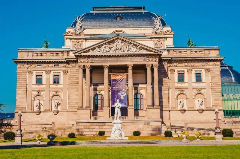 Wiesbaden Aktivitäten– Hessisches Staatstheater