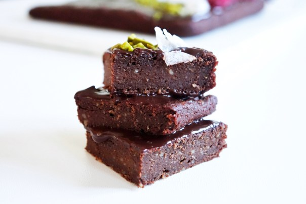 Drei Brownies übereinander