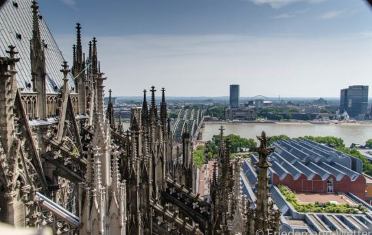 // In- und über- den Dächern des Kölner Doms //