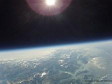 30071.9 m ü. M., -43.18°C: Höchstes aufgenommenes Foto, gut sichtbar der Verlauf der Alpen