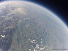 23159.6 m ü. M., Temperatur nicht mehr übermittelt: Erneut starke Krümmung durch Weitwinkelobjektiv