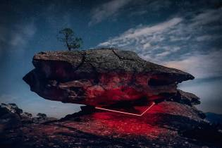 mysterious-red-lights-installations-in-spain-7-900x600