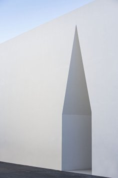 Aires_Mateus_Monolithic_Meeting_Center_05-1-1050x1581