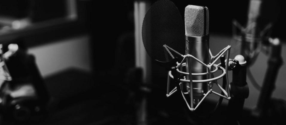 small-mic-back-1170x512