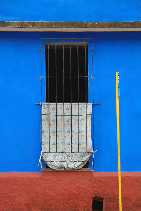 beautiful-colors-and-geometry-of-the-cuban-architecture-20-900x1350