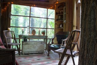 Secluded-Intown-Treehouse_7-640x426