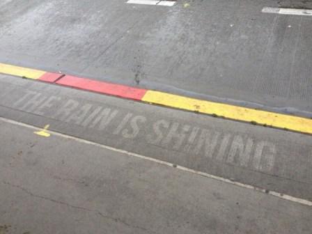 Illustrations-on-Sidewalks-Appear-When-Raining_8-640x480