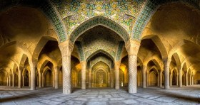 Incredible-and-Colorful-Mosque-2-640x339