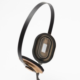 Roll-to-Roll-headphones-by-Maxime-Loiseau-photo-Veronique-Huyghe_dezeen_468_1