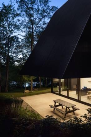 Contemporary-Triangular-Cabin-in-Canada6-900x1350